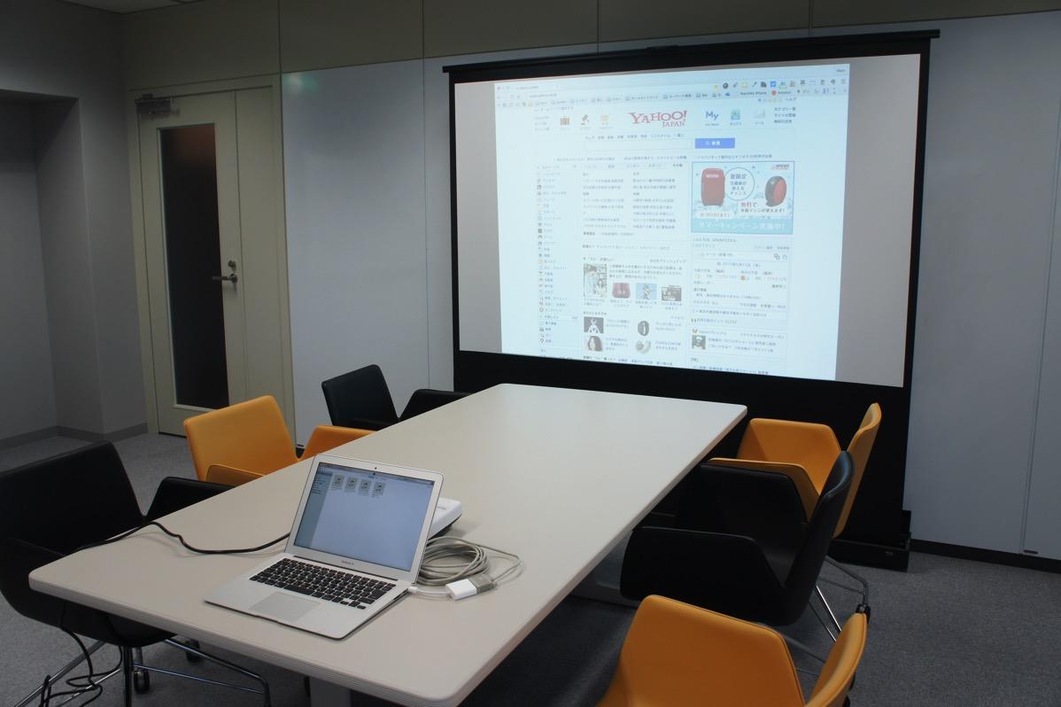 Macとプロジェクターを接続、画面設定する方法